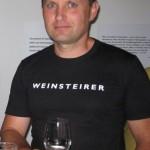 rechts Hans Dreisiebner Weingut Weinidylle, Wein gesponsort Special Edition platoumarket Start auch in Sammlung